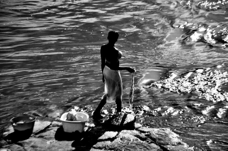 Femme du fleuve, village de Dan, Surinam
